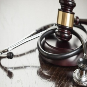 ΔΩΡΕΑΝ διημερίδα για την Ιατρική Ευθύνη από τον Δικηγορικό & τον Ιατρικό Σύλλογο Πειραιά και το Κρατικό Ν/ΣΝικαίας