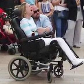 Χάρισε στην ανάπηρη σύζυγο του το πιο όμορφο δώρο για την επέτειο του γάμου τους[video]